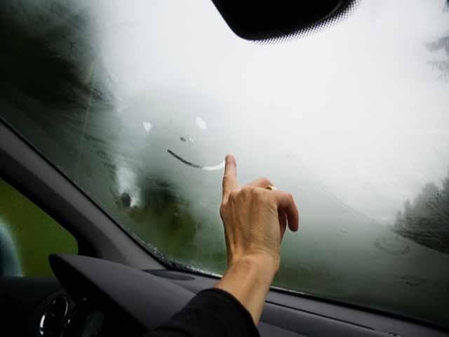 Những ngày trời nồm ẩm rất dễ khiến thiết bị trong ô tô hỏng nặng